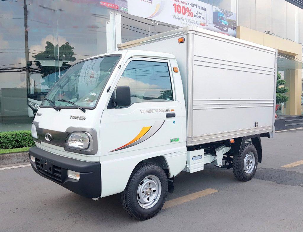 xe-tải-nhỏ-thaco-towner-800-thùng-kín-màu-trắng-1024×784-2.jpg